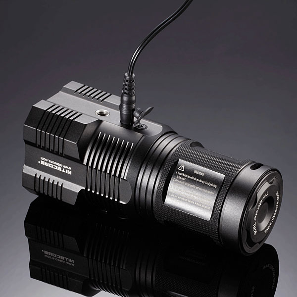 f3b7_nitecore_tm26_tiny_monster_flashlight_charge