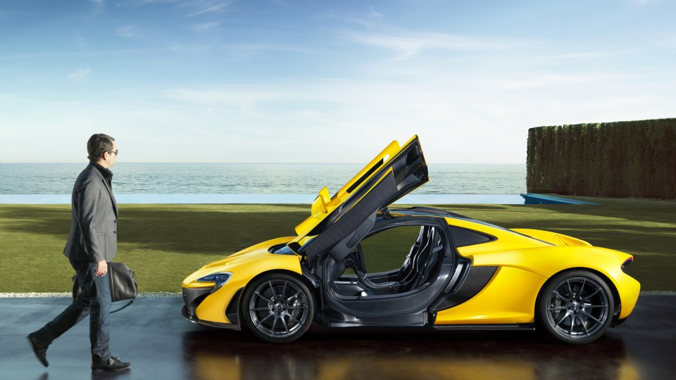 mclaren_p1_lifestyle_sea_doorsup