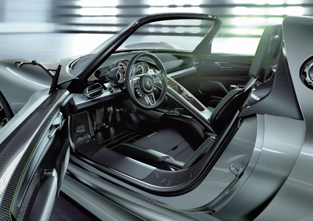 2010_Porsche_918_Spyder_Interior_01