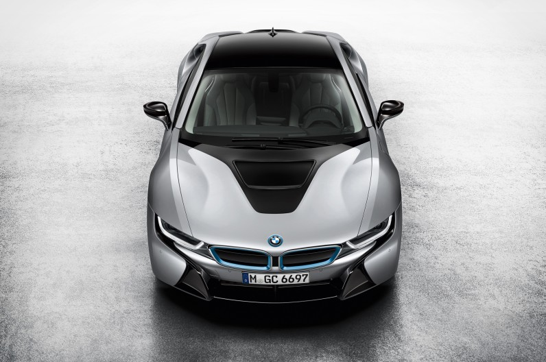 BMW-i8-Coupe-above-front-1-796x528