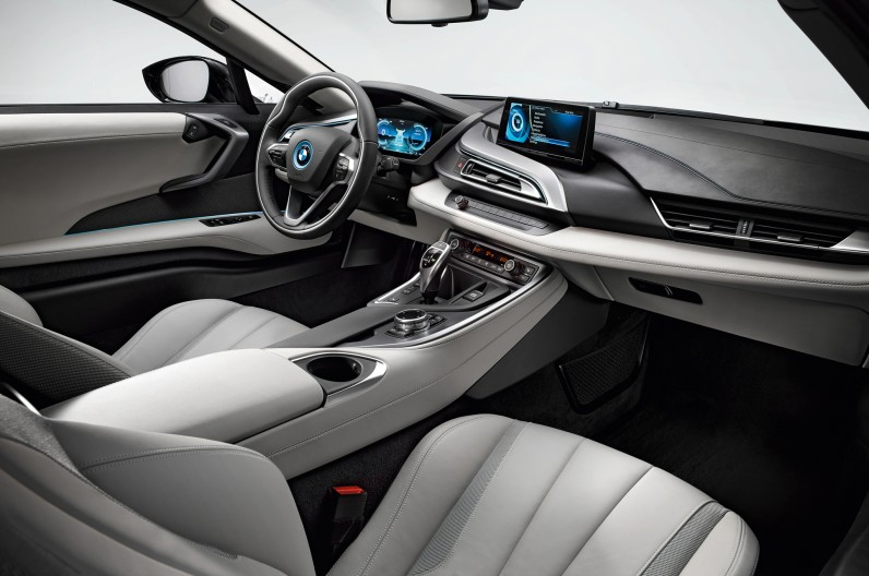 BMW-i8-Coupe-cockpit-1-796x528