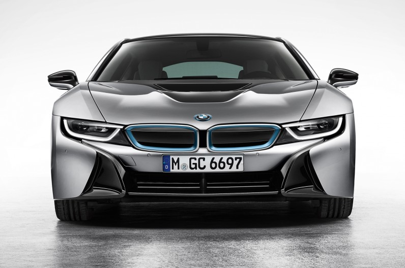 BMW-i8-Coupe-front-end-1-796x528