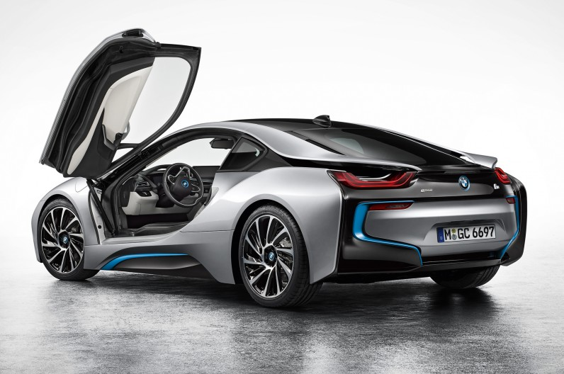 BMW-i8-Coupe-left-rear-2-796x528