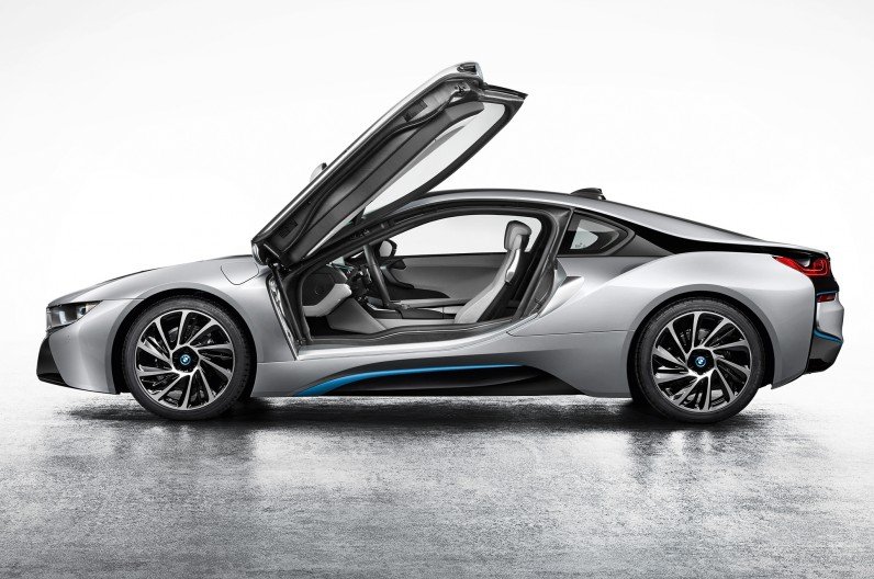 BMW-i8-Coupe-left-side-2-796x528