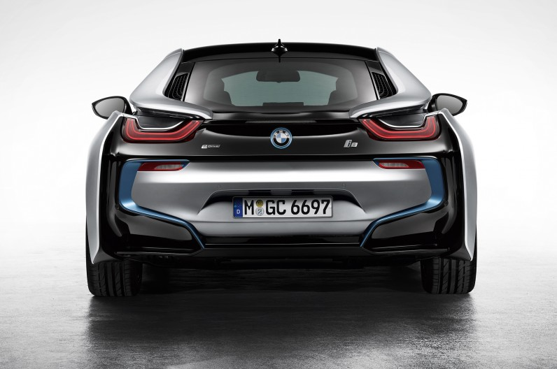 BMW-i8-Coupe-rear-end-1-796x528