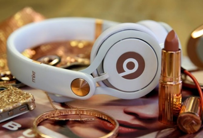 beats-by-dr-dre-rose-gold-mixr-670x455