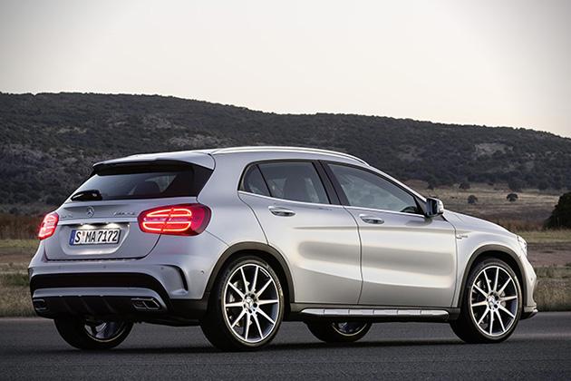 2015-Mercedes-Benz-GLA45-AMG-3