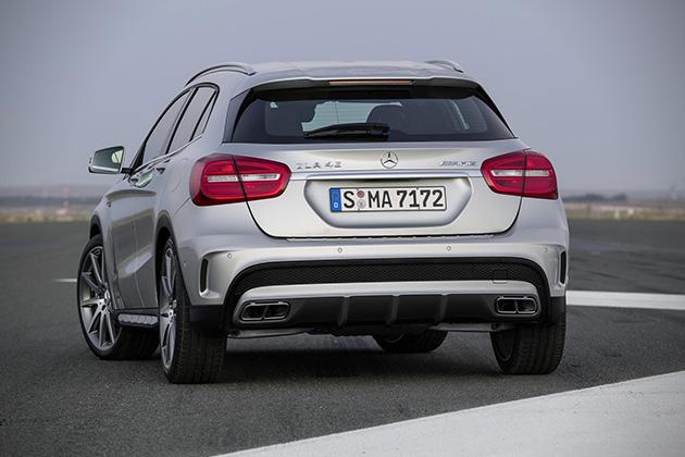 2015-Mercedes-Benz-GLA45-AMG-4