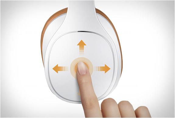 samsung-level-over-headphones-4
